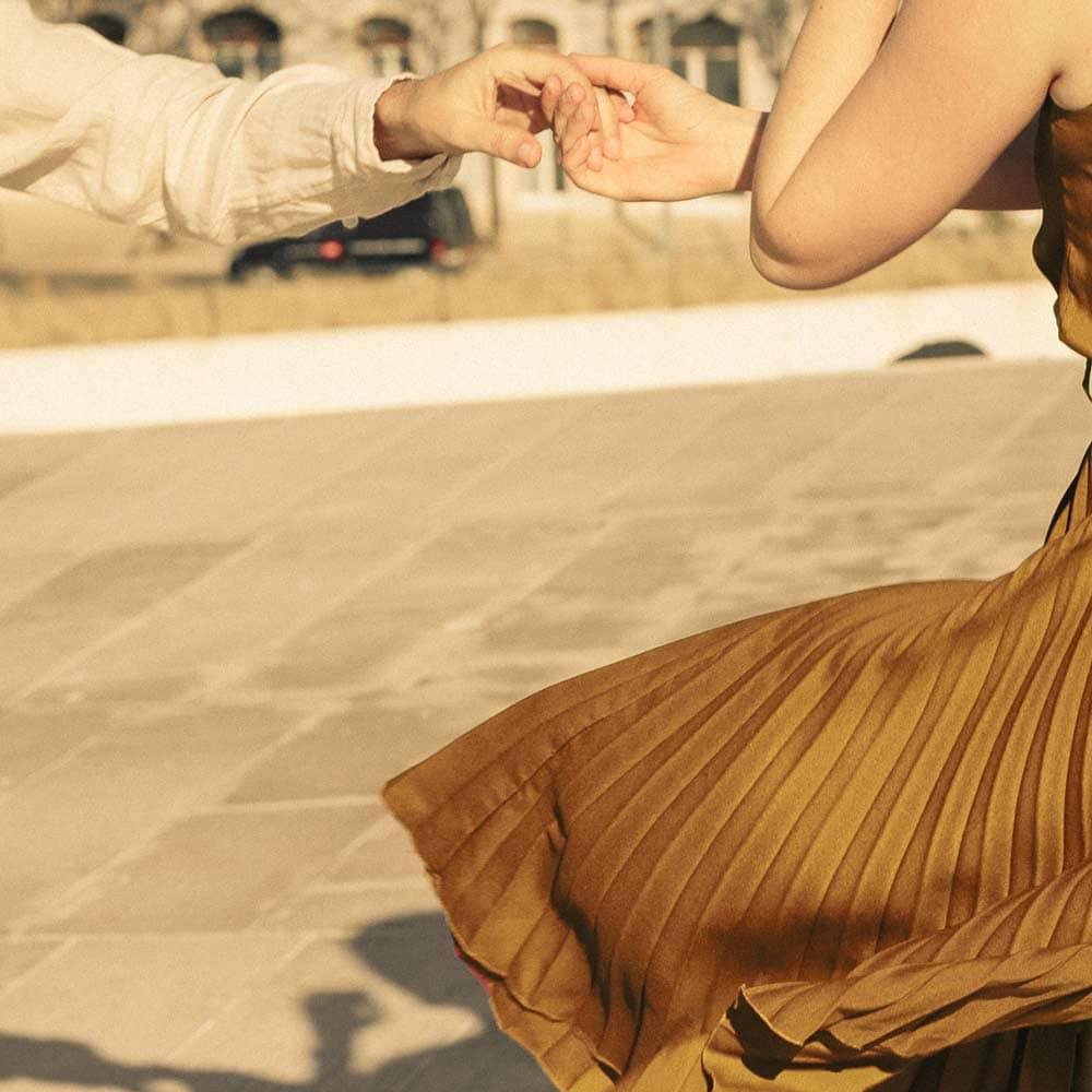 Dança Social</p> <p>Domingos ⬩ 17h-20h